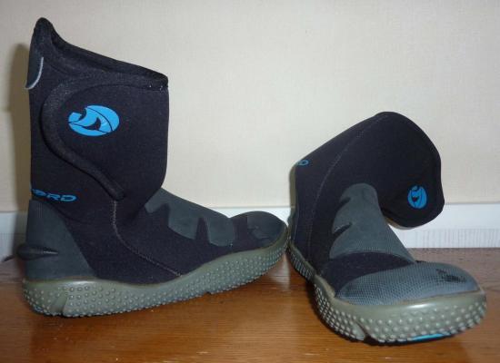 chaussures-activites-aquatiques-taille-34-35.jpg