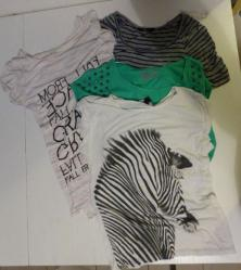 Lot a 4 t shirts taille xs
