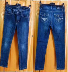 Lot d 3 de 4 jeans taille 10 ans